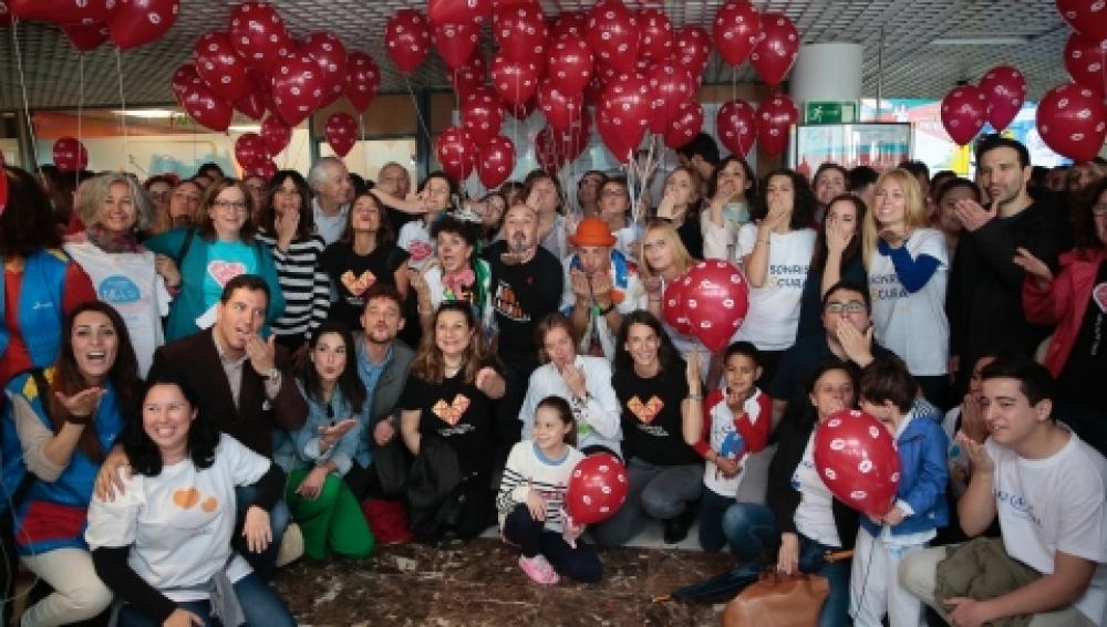 Un mar de besos y sonrisas en 180 hospitales de toda España