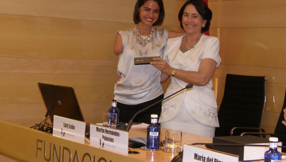 Lary recibe el Premio Mujer Líder 2014