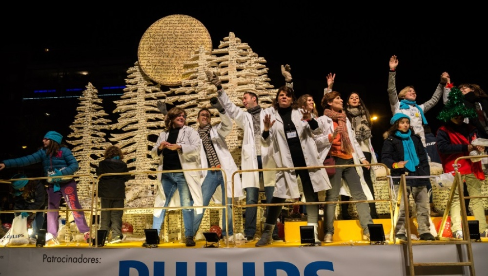 LA CARROZA DEL NIÑO HOSPITALIZADO  desfila por primera vez en la cabalgata de Madrid