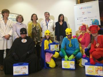 Seis superhéroes llegan al Hospital 12 de Octubre de Madrid para ayudar a niños con cáncer