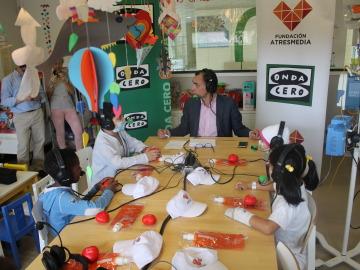 La voz Onda Cero se acerca a los niños del Gregorio Marañón