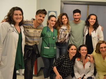 Miriam, Cepeda y Roi visitan el Hospital Universitario de Santiago de Compostela